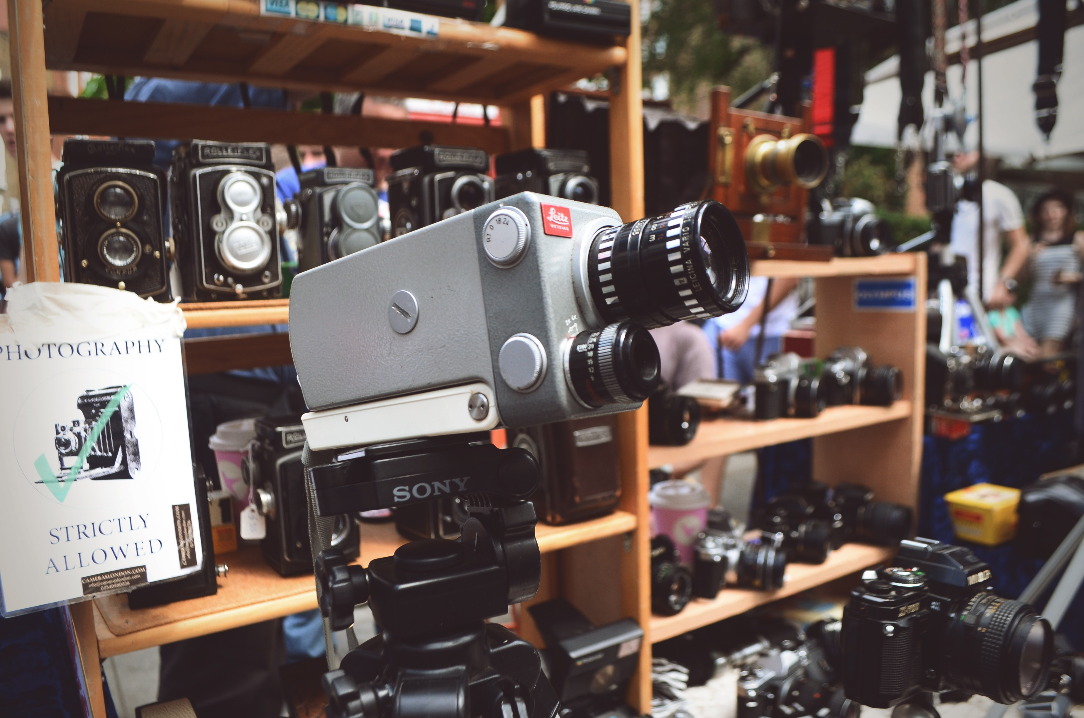 En äldre filmkamera
